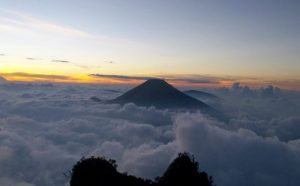 gunung cikurai
