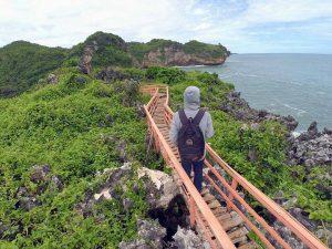 spot foto jembatan jalur cinta di pantai gesing girikarto, jembatan di pantai gesing