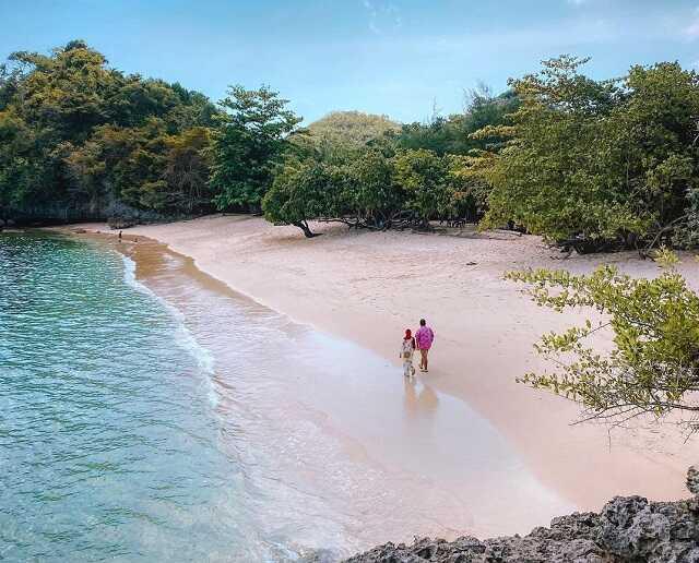 panorama pantai tiga warna malang