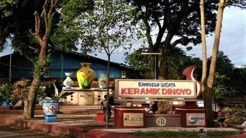 kampung keramik dinoyo