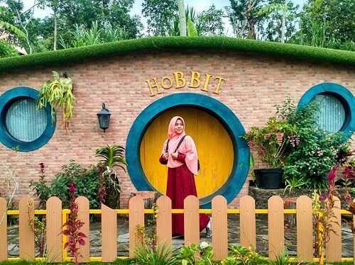 rumah hobbit kepuharjo