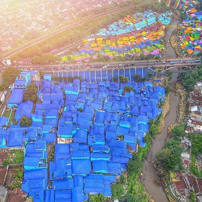 panorama kampung biru dan kampung warna-warni