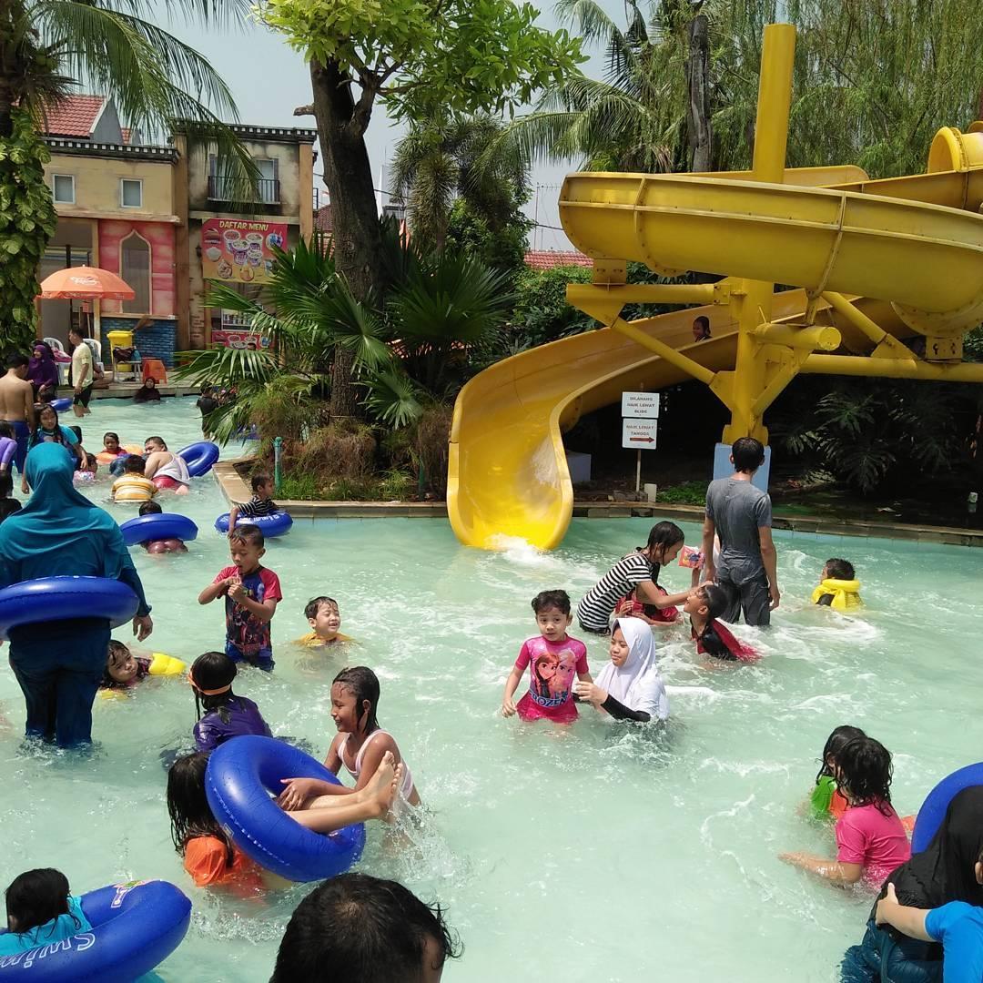 suasana di kolam anak venetian waterpark