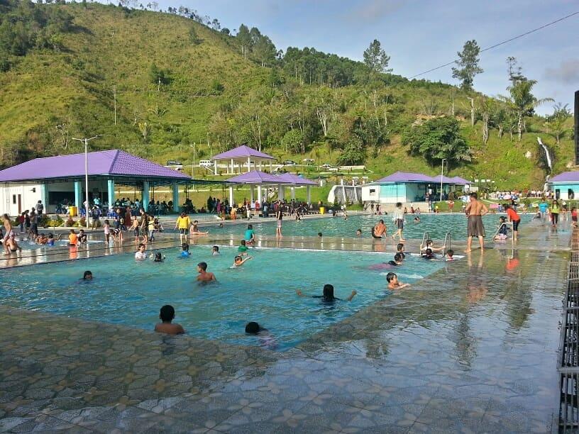 kolam renang bukit gibeon sibisa