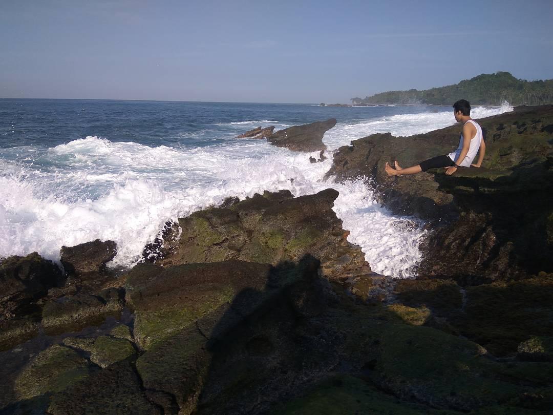pantai lagon pari