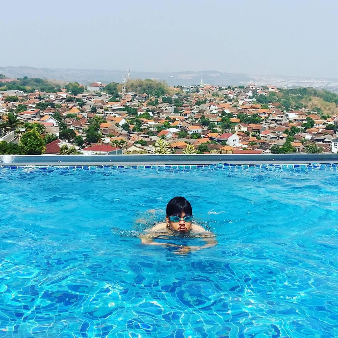 sky pool grand edge hotel