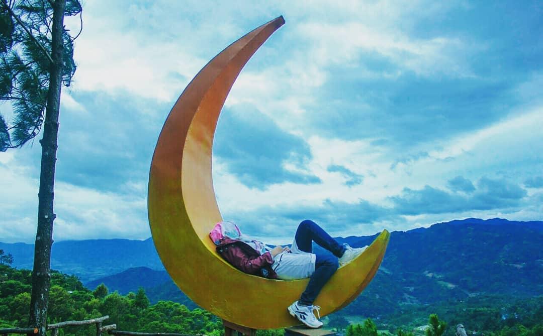 bulan sabit di bukit bintang bogor