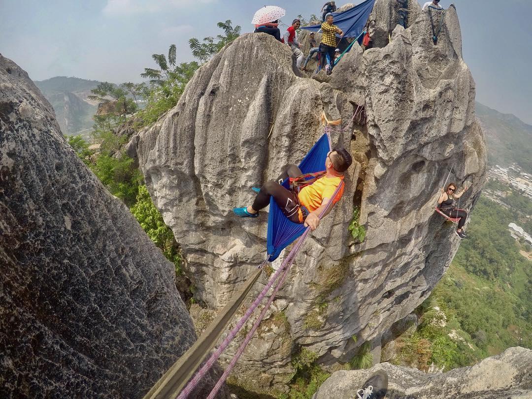 hammocking di tebing masigit