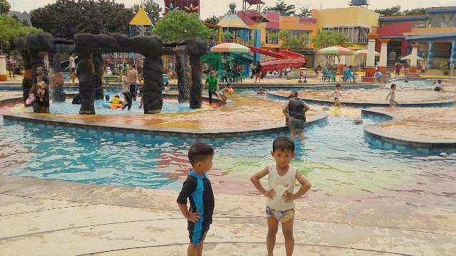 kolam renang cibubur country