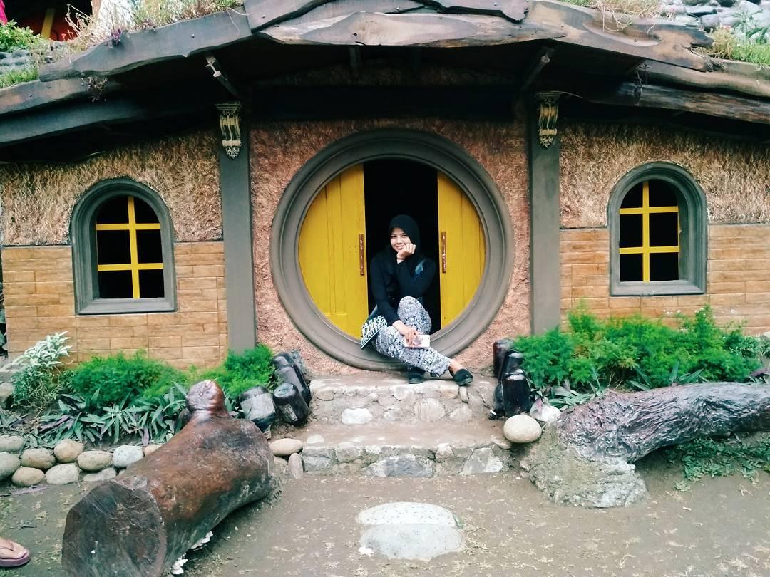 rumah hobbit tulungagung