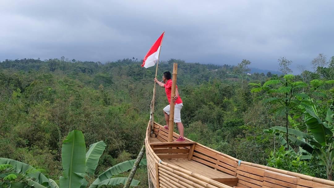 spot perahu kayu di agro selo tumpeng