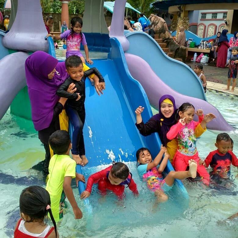 wahana untuk anak-anak di kolam renang marcopolo