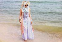 baju yang dipakai untuk ke pantai bagi hijabers