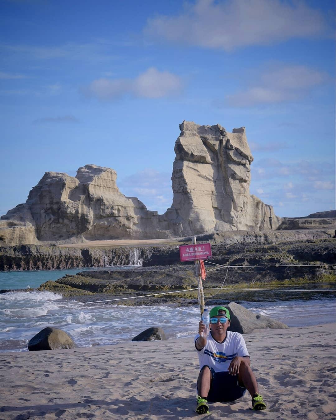 panorama pantai klayar yang mengagumkan