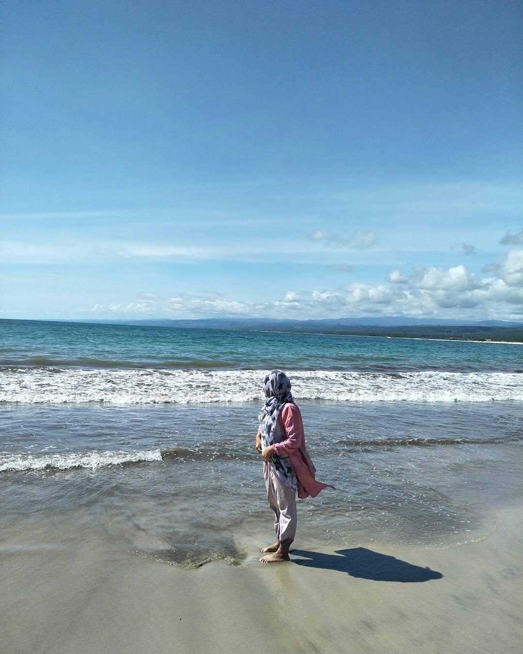 panorama pantai santolo yang mengagumkan