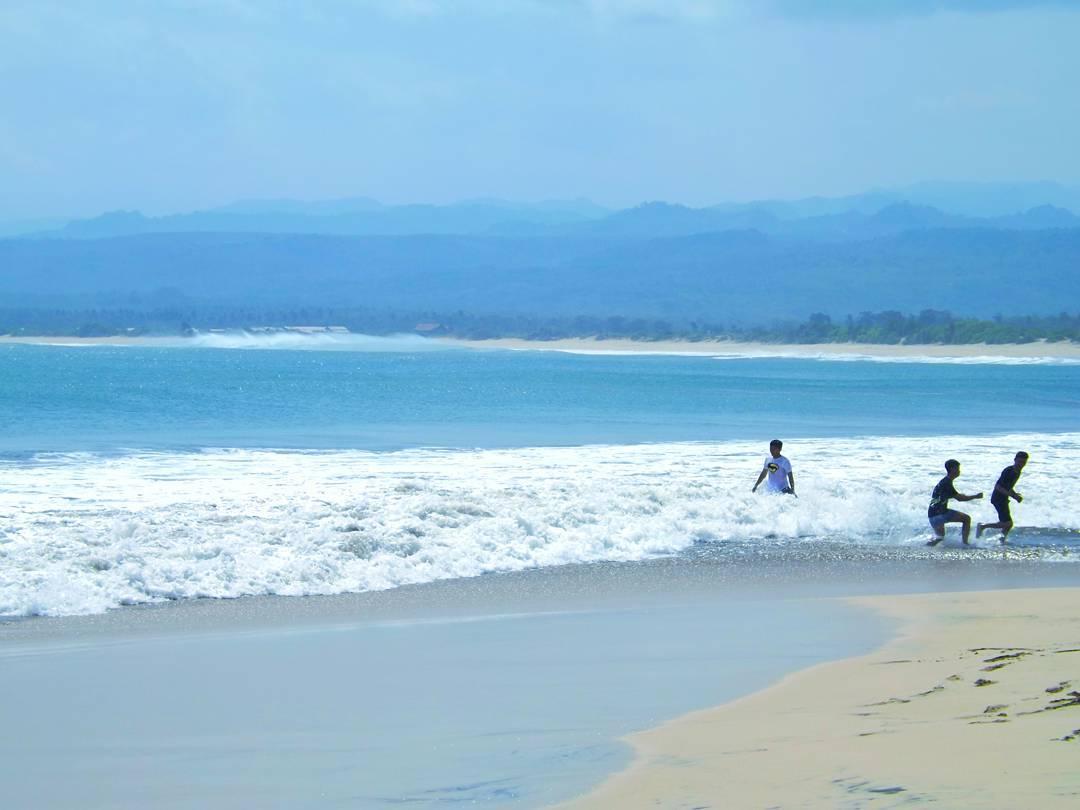 pesona keindahan pantai santolo