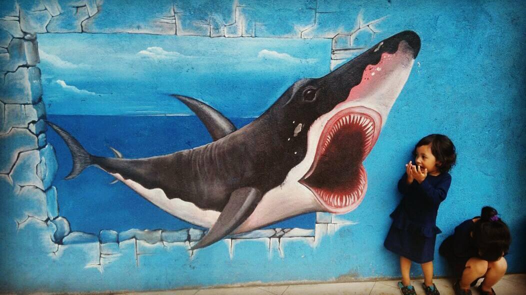 spot foto lukisan 3d ikan hiu di cowindo sendang tulungagung