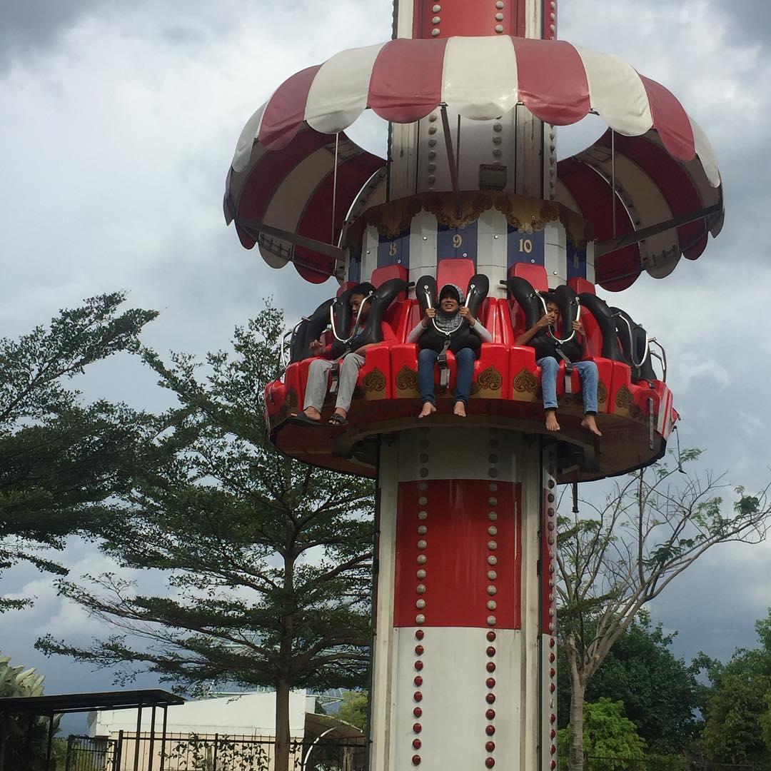 wahana permainan pemicu adrenalin di jungle fest bogor