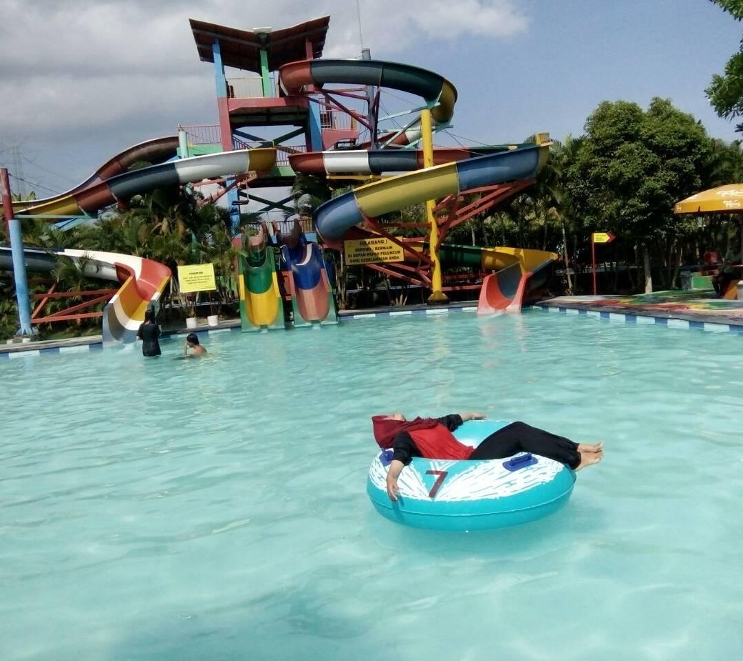 asyiknya menikmati liburan di grand puri waterpark gabusan bantul