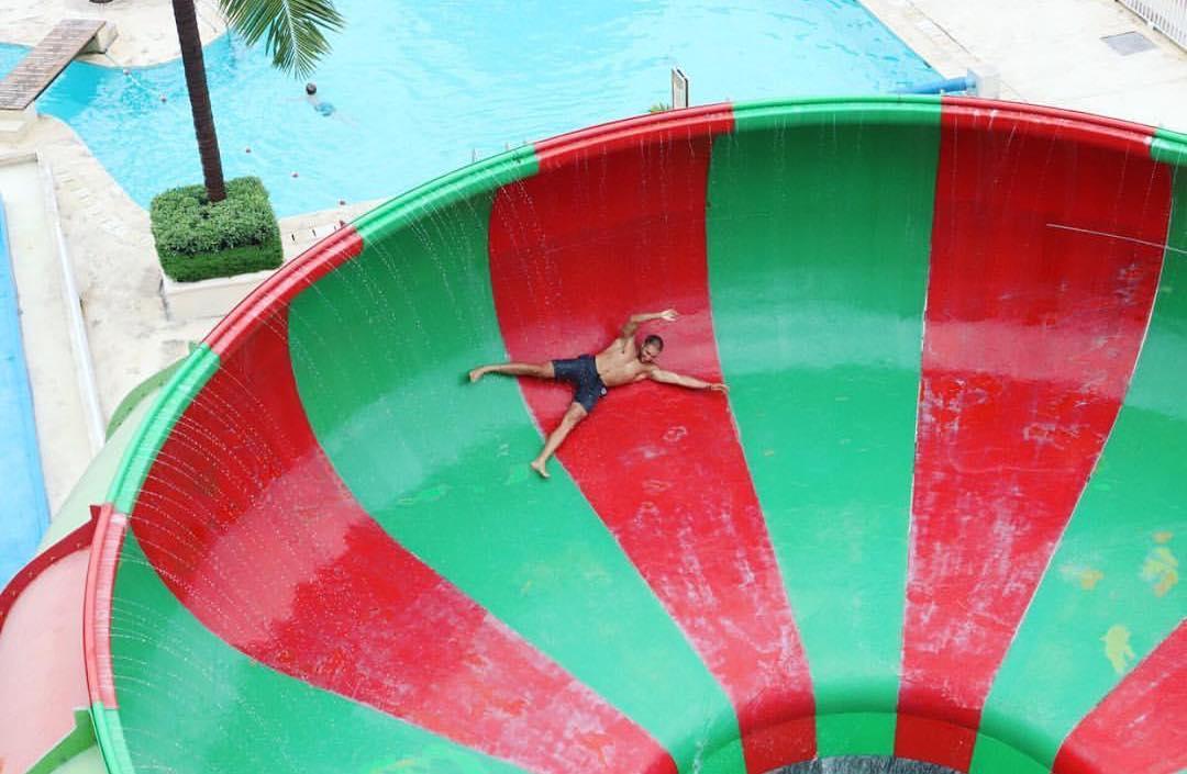 asyiknya menikmati wahana air di splash waterpark bali