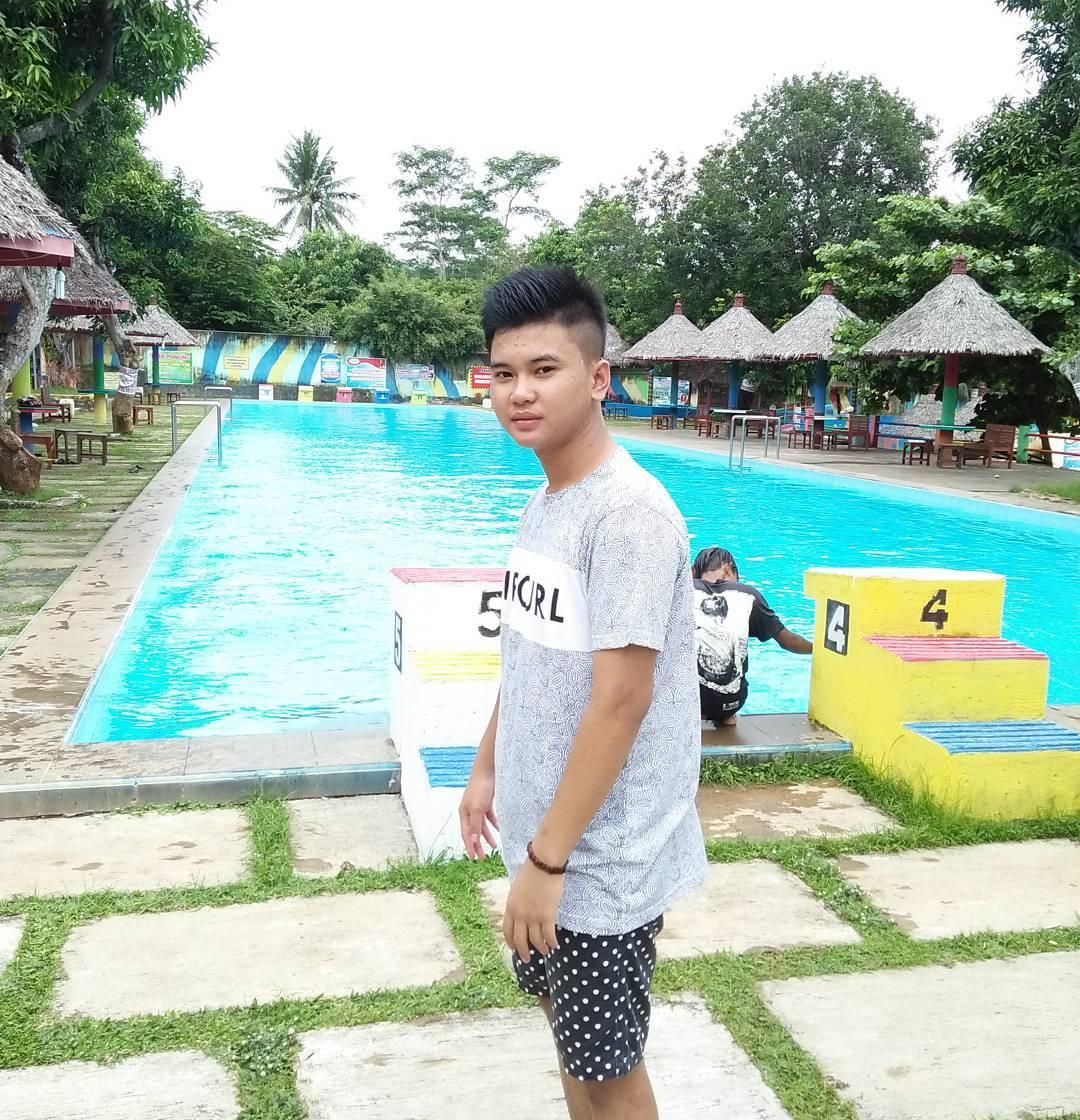 fasilitas kolam renang di taman kyai langgeng kemirirejo magelang