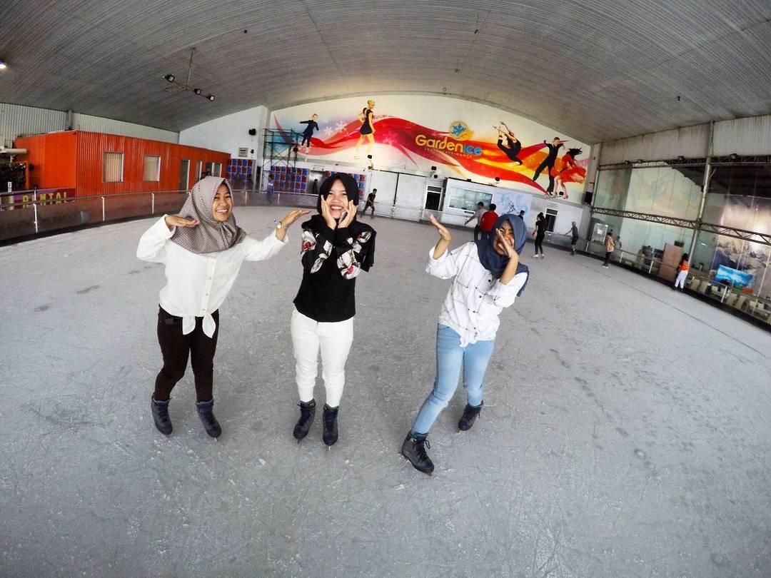 ice skating pvj bandung