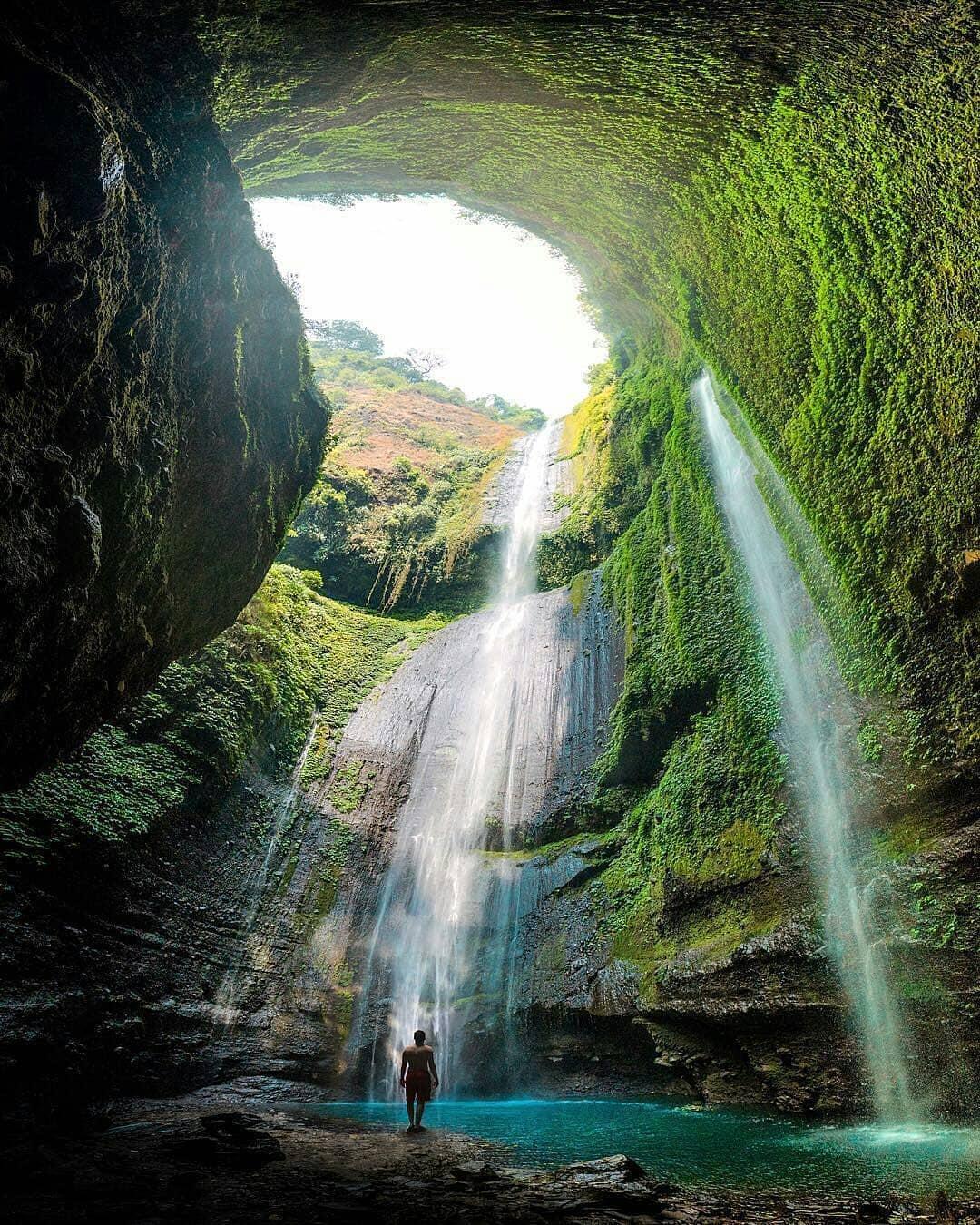 pesona keindahan air terjun madakaripura probolinggo