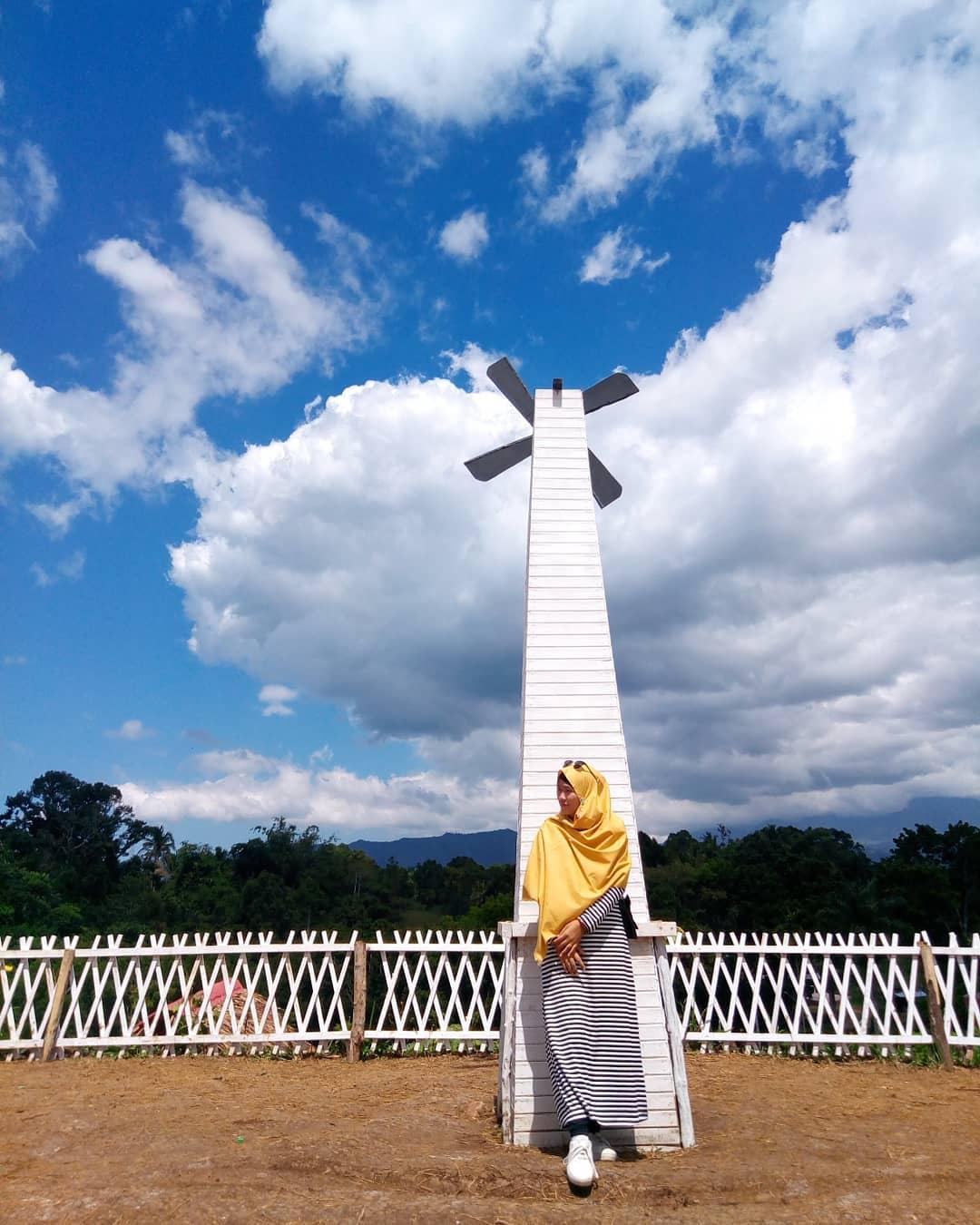 spot foto kincir angin di bukit kelinci payakumbuh
