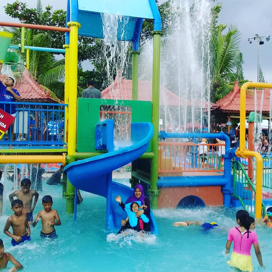 wahana air di owabong waterpark purbalingga