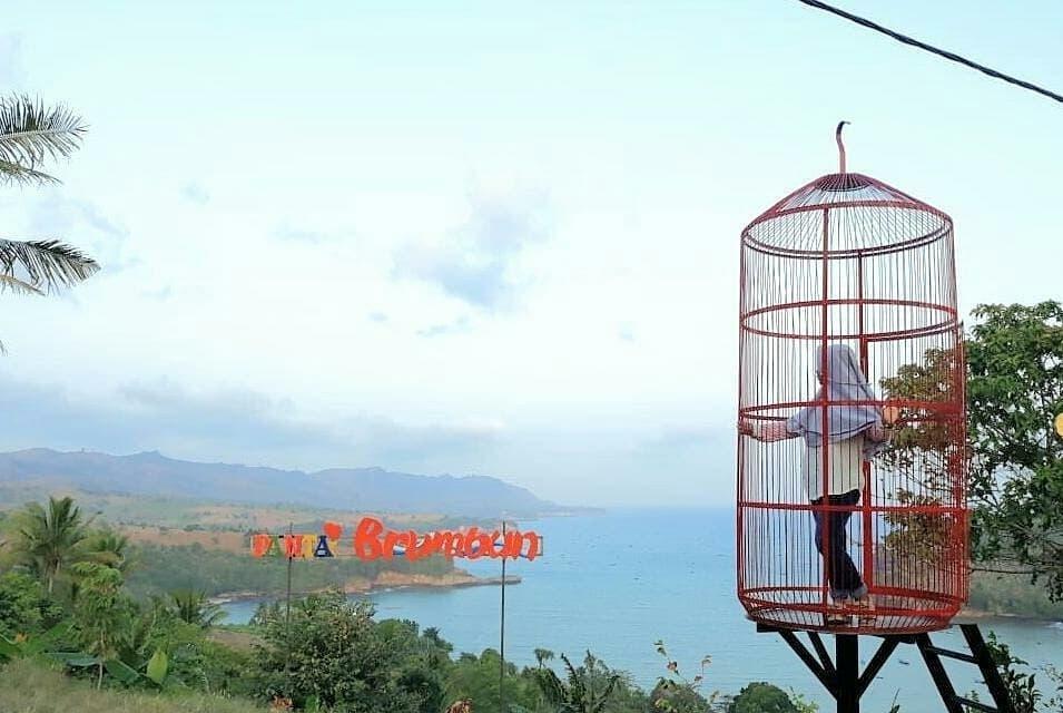 spot foto sangkar burung kekinian di pantai brumbun tulungagung