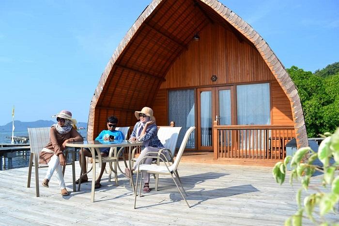 bersantai di villa andreas di pulau pahawang