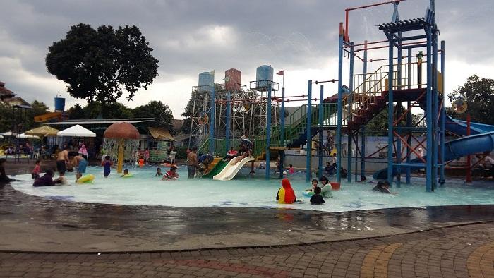 kolam renang fun park villa bogor indah