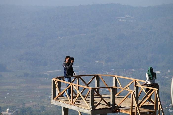 spot foto gardu pandang di i'ampelgading homeland semarang