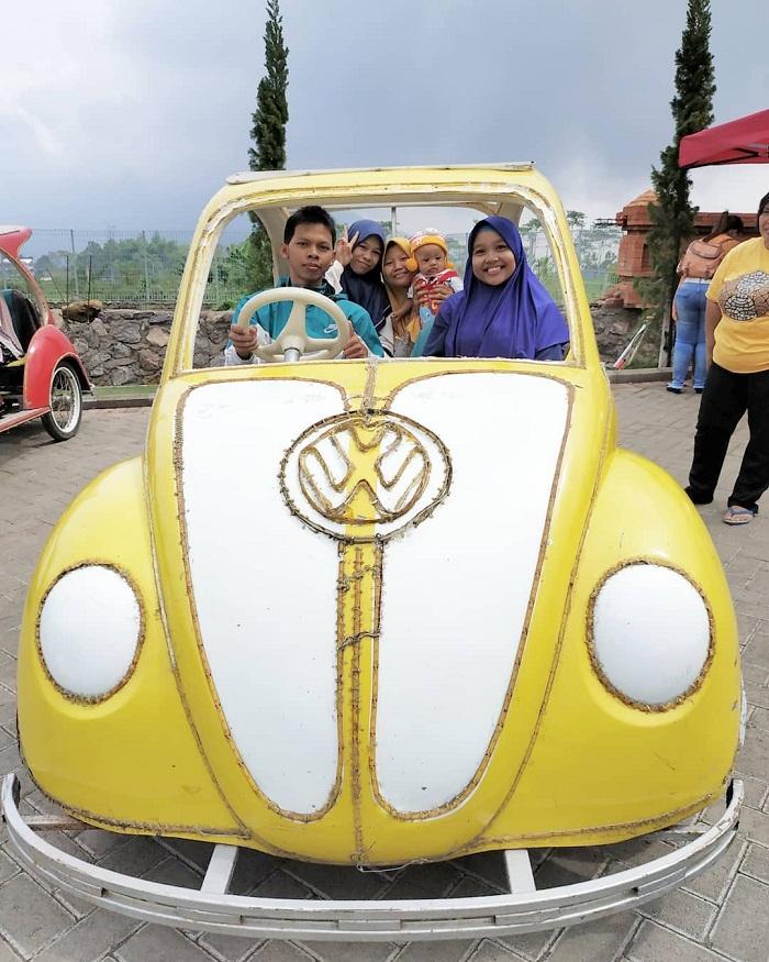 mobil mini di taman ghanjaran