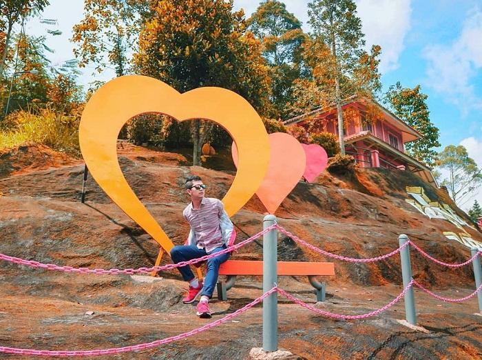 spot foto bingkai cinta di palalangon park ciwidey