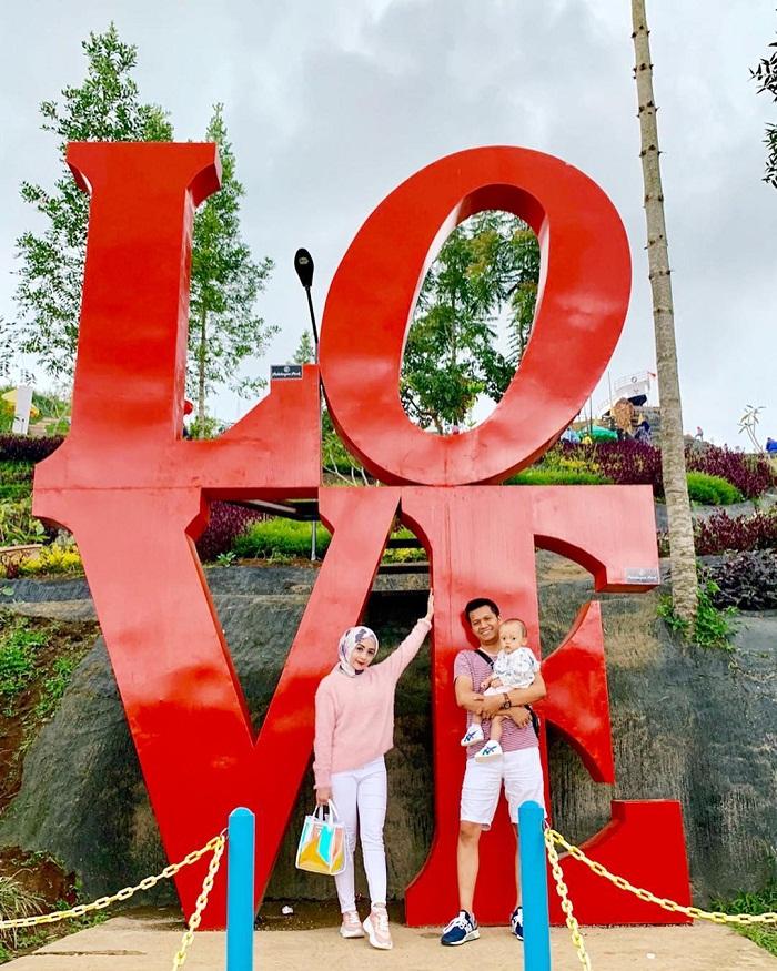 spot foto tulisan love di palalangon park ciwidey