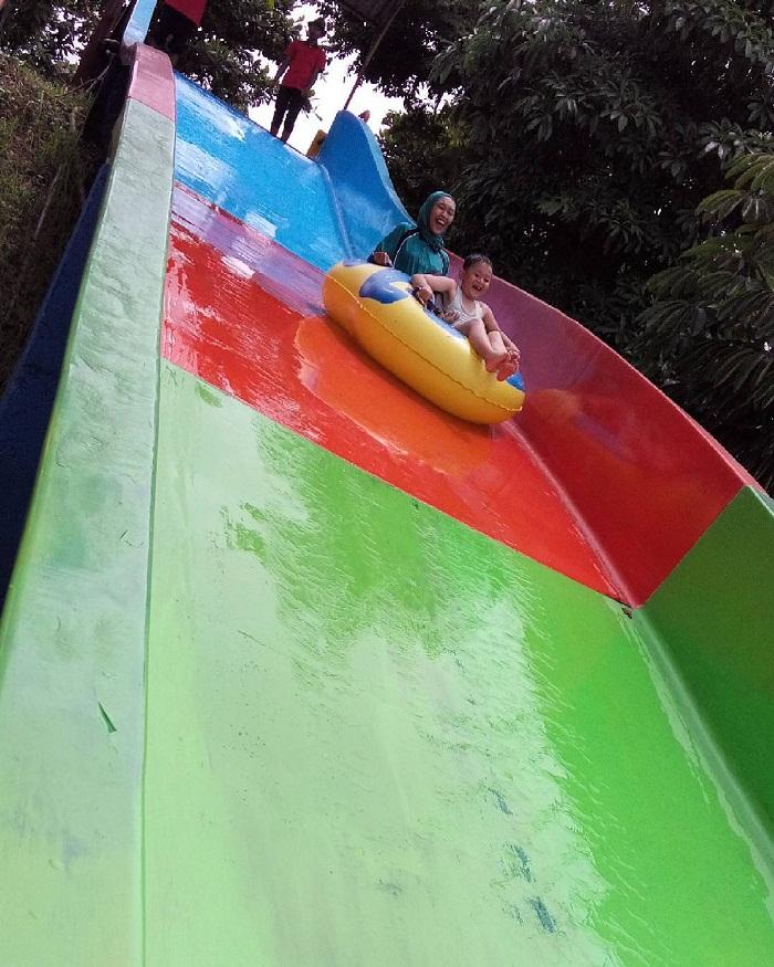 wahana water slide di joglo park pacet