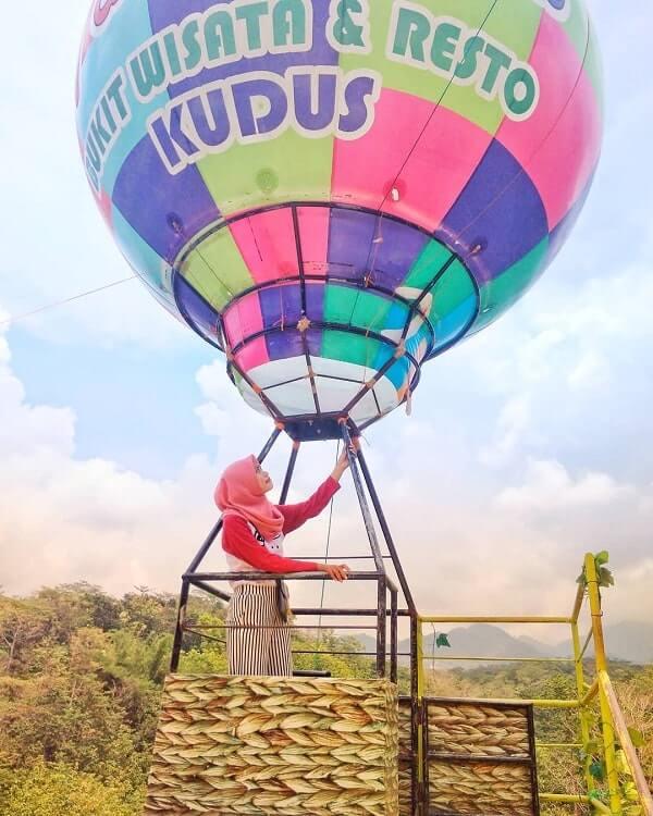 spot foto balon udara di the hills vaganza