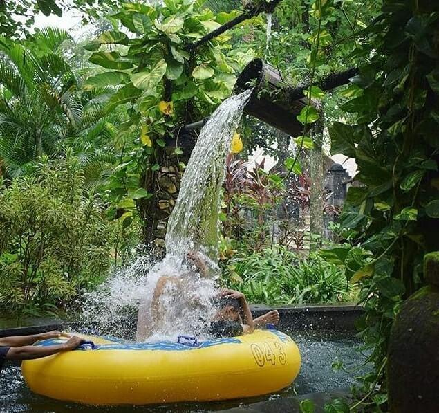 wahana ember tumpah di waterboom lippo cikarang