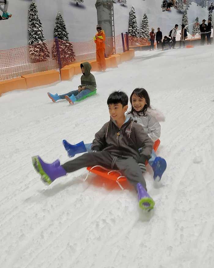 bermain seluncuran di trans snow world bekasi