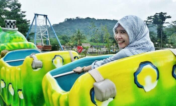mini roller coaster di cikao park