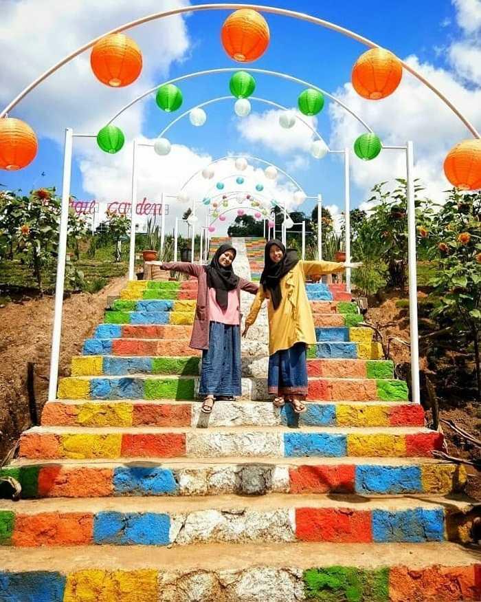 spot tangga warna-warni di sitinggil garden
