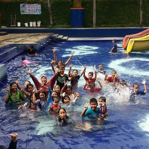 asyiknya liburan di kolam renang hobi hobi