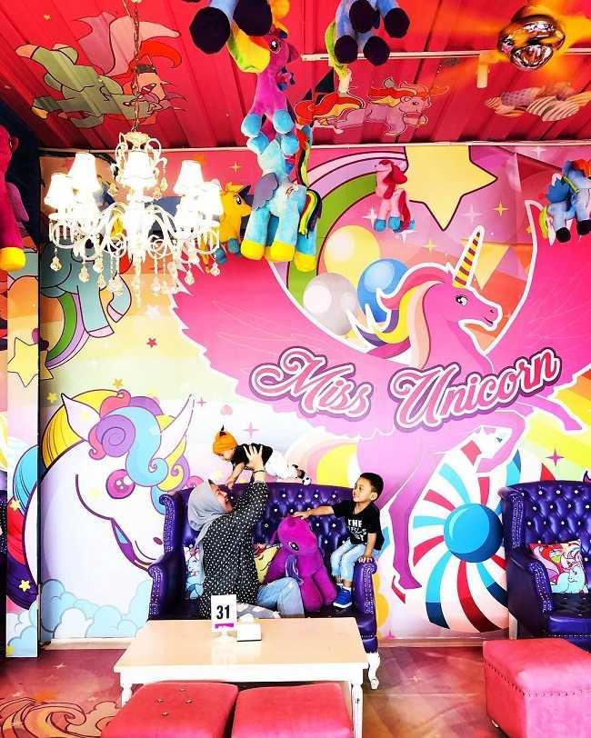serunya nongkrong bersama anak di miss unicorn cafe