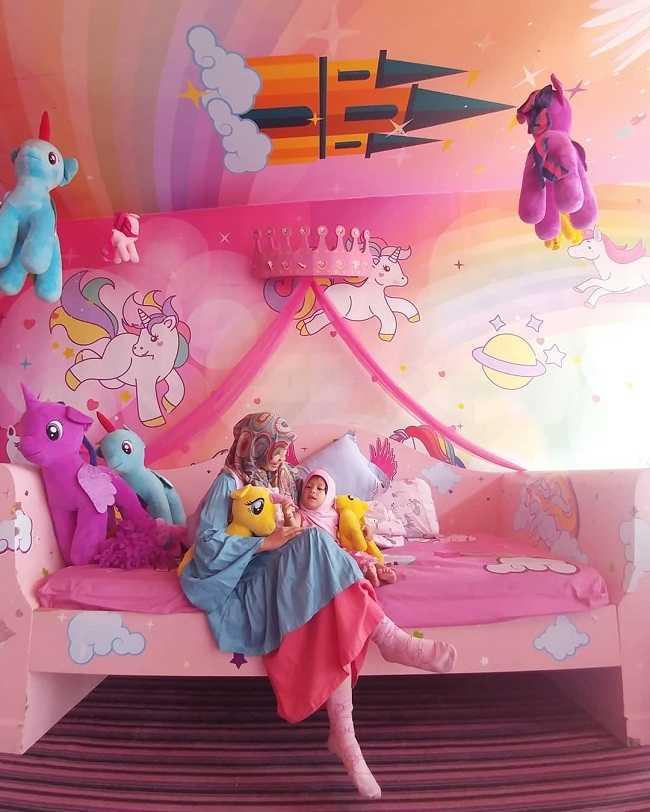 spot foto cakep di miss unicorn cafe
