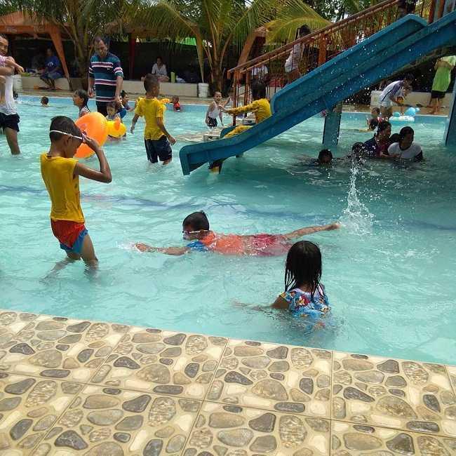 menikmati wahana air di kolam renang tirta mas tanjung morawa