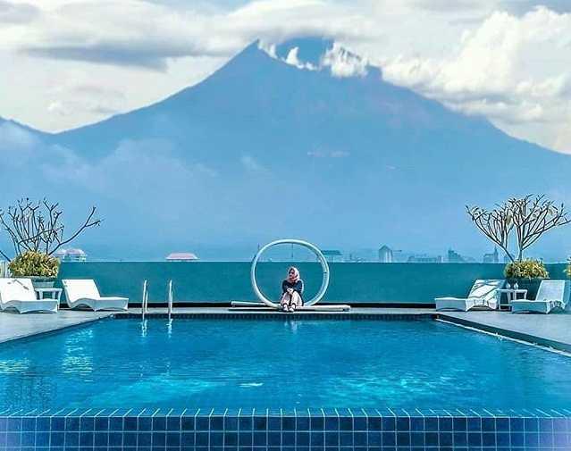 kolam renang hotel maxone malang