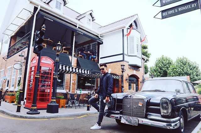 spot foto exterior dan marcedes benz di cafe brick jogja