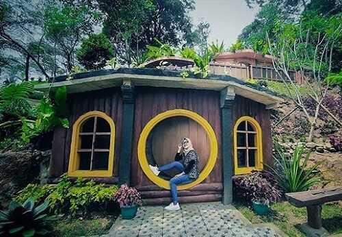 spot rumah hobbit di bukit halimun salak bogor