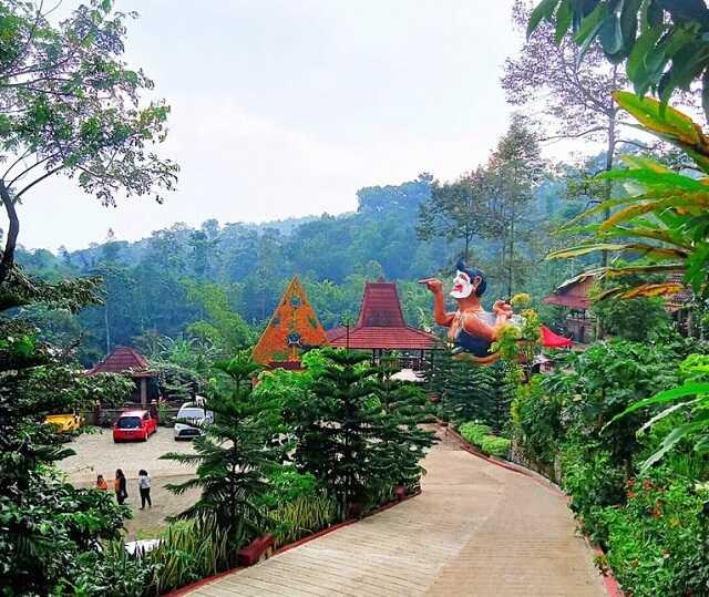 panorama dalem simbah wonosalam jombang